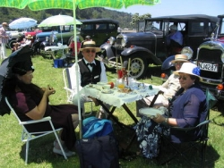 The 2007 Model A Club Xmas Party was an era dress up posh picnic, at Bruce and Colleen Smith's Thames porperty by the sea. l.jpg